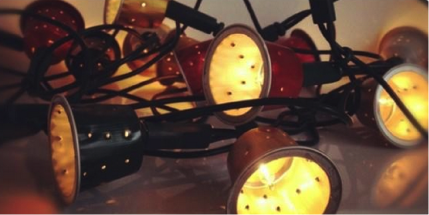 Luces navideñas reutilizando cápulas de nespresso